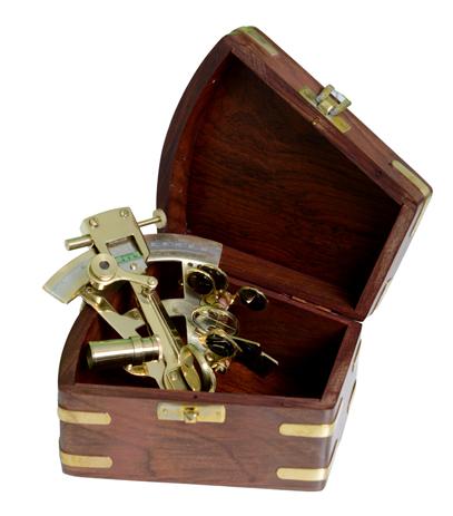 Μπρούτζινος Εξάντας Μικρός Σε Ξύλινο Κουτί, 14x14x8cm