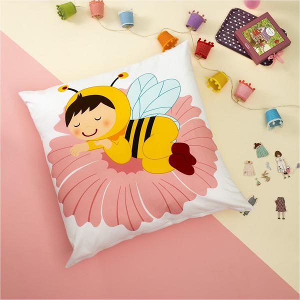 Βρεφική Μαξιλαροθήκη 80x80cm με Σχέδιο Παιδί Μέλισσα Zouzounia ZOU-BD-204